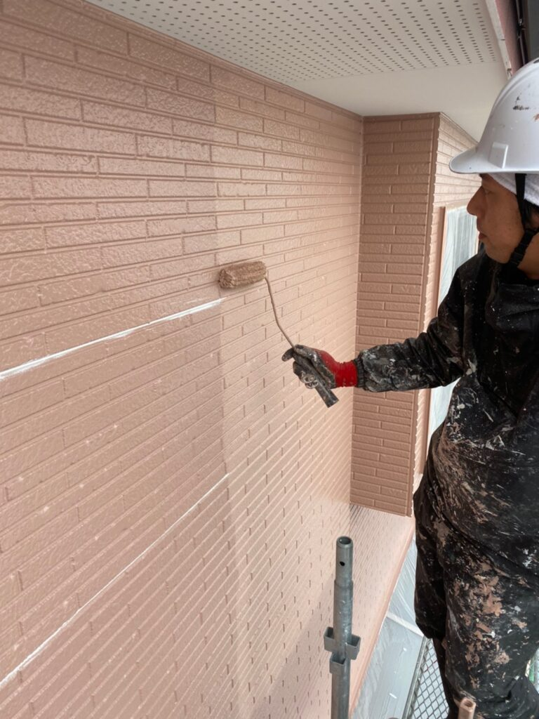 久留米市 サイディング隙間埋めと外壁の中塗り・上塗り 写真11