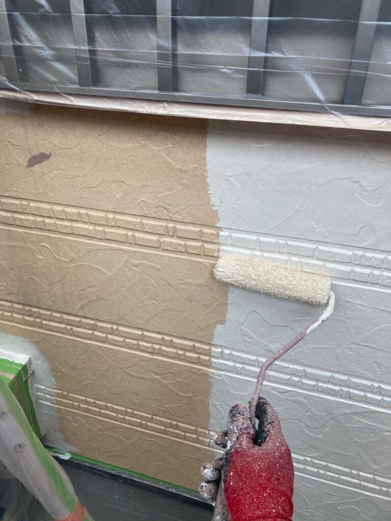 久留米市 サイディング隙間埋めと外壁の中塗り・上塗り 写真3