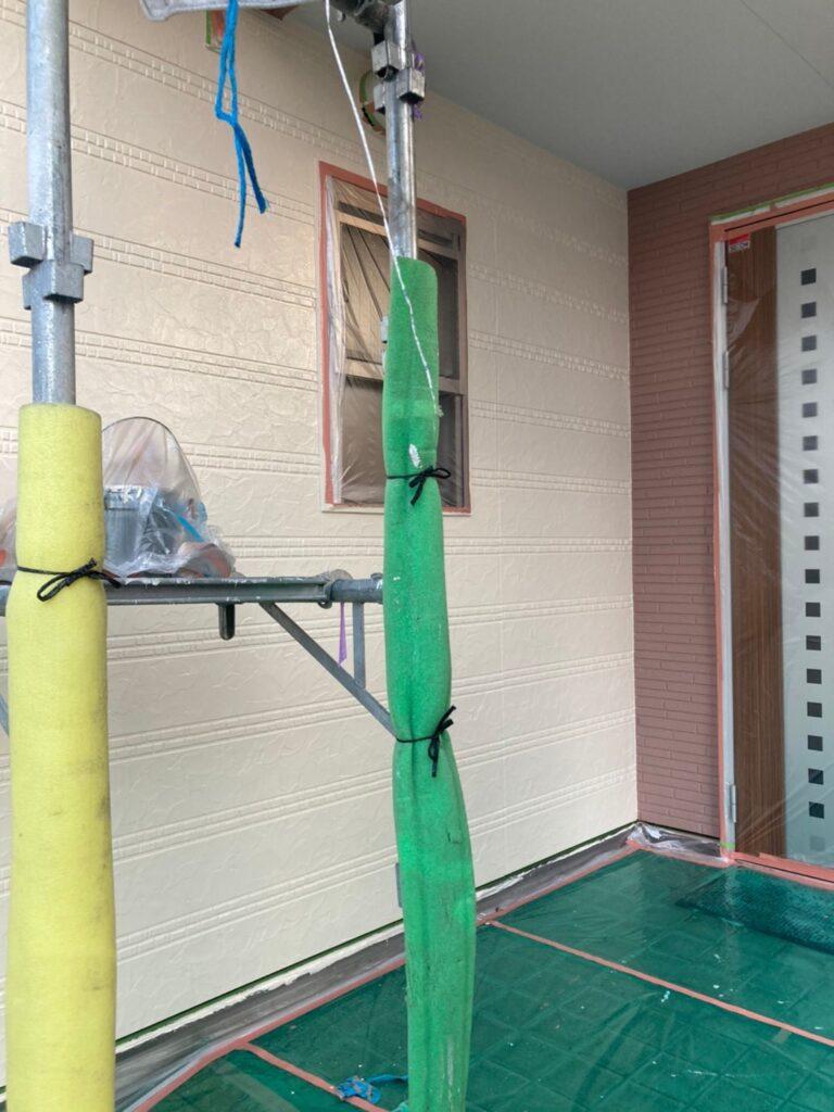 久留米市 サイディング隙間埋めと外壁の中塗り・上塗り 写真6