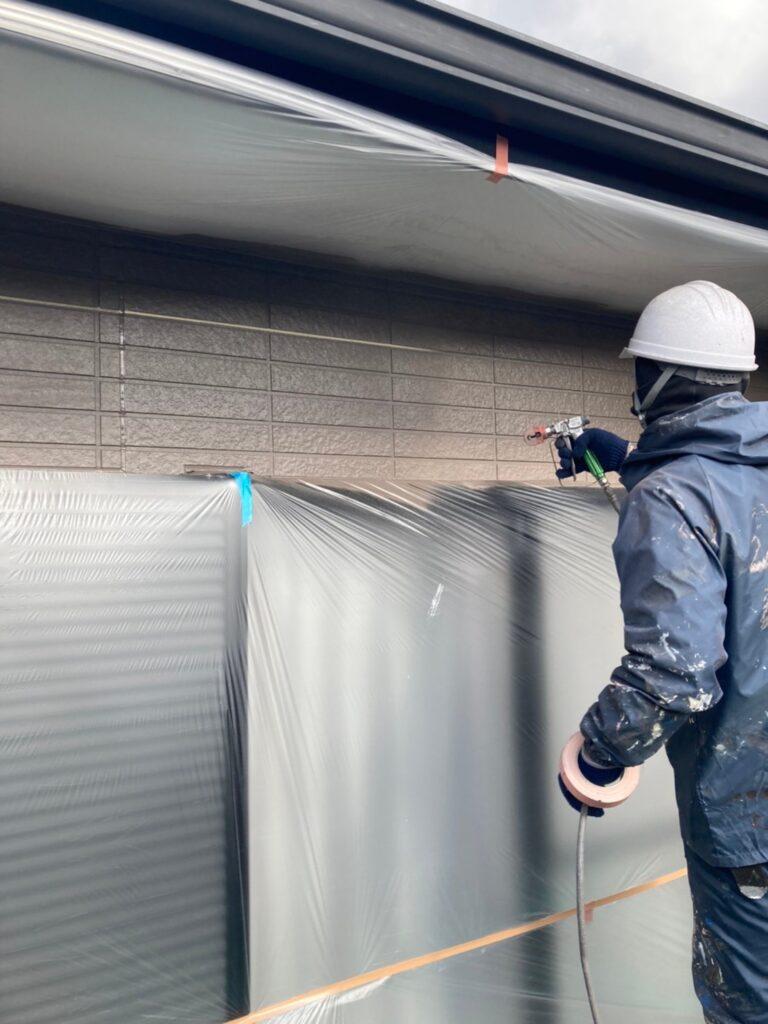 佐賀市 外壁上塗りと屋根下塗り 写真1