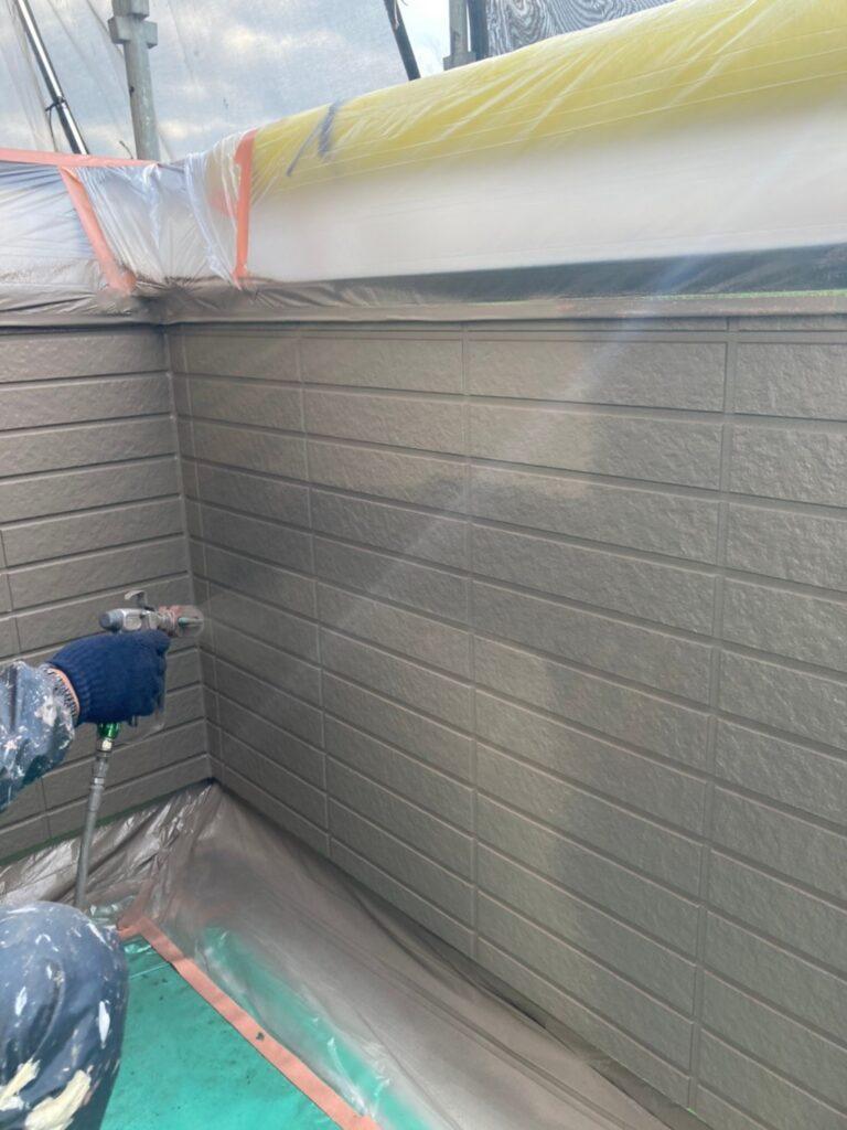 佐賀市 外壁上塗りと屋根下塗り 写真2