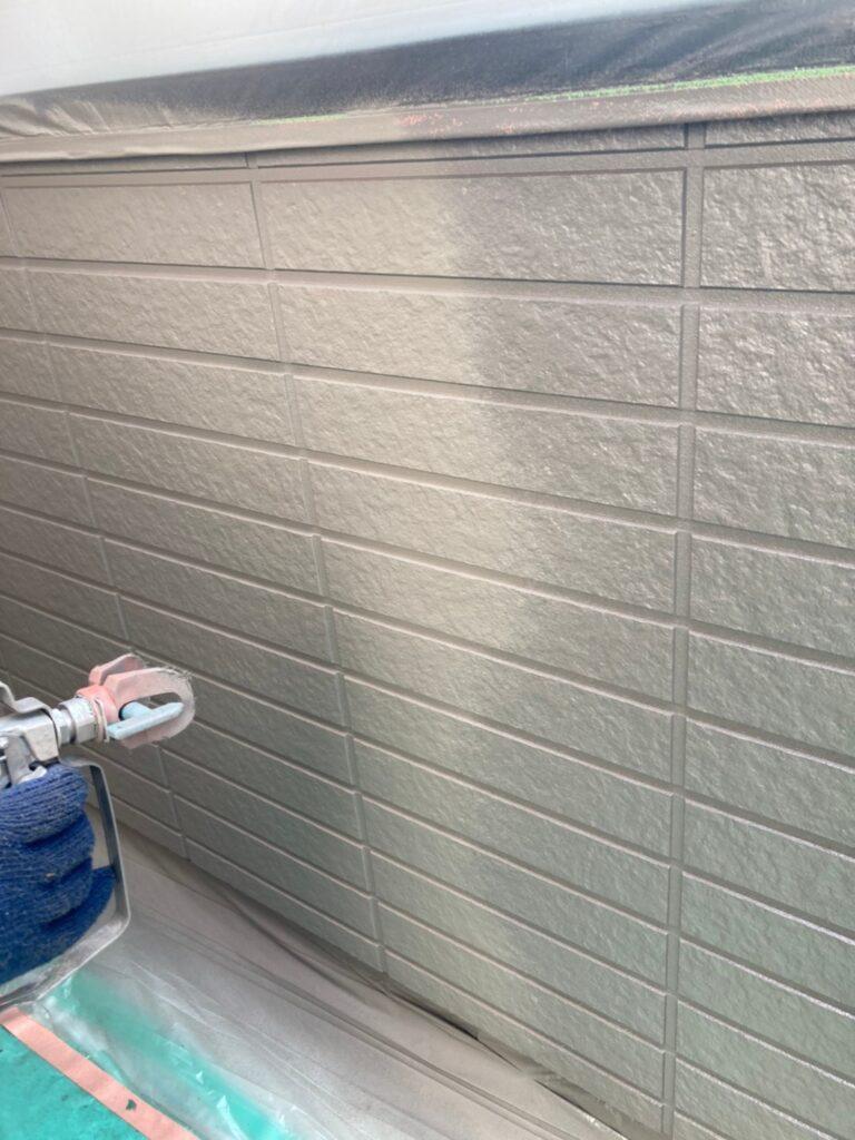 佐賀市 外壁上塗りと屋根下塗り 写真3