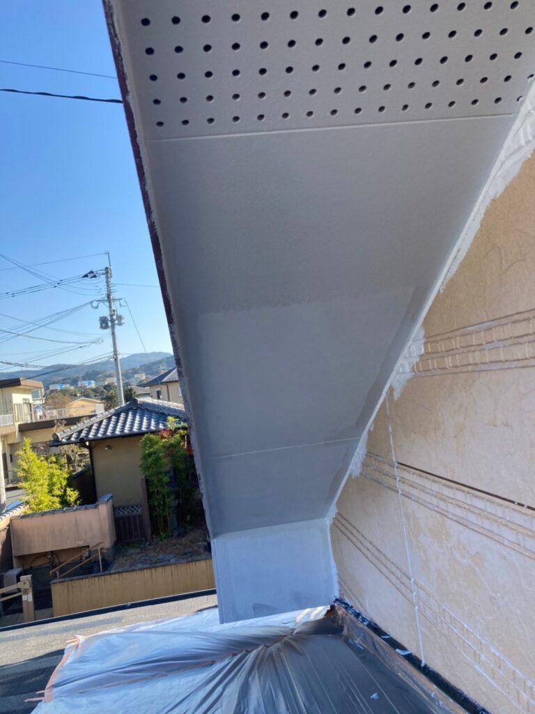 久留米市 軒天塗装と外壁下塗り 写真4