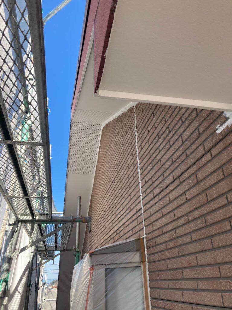 久留米市 軒天塗装と外壁下塗り 写真8