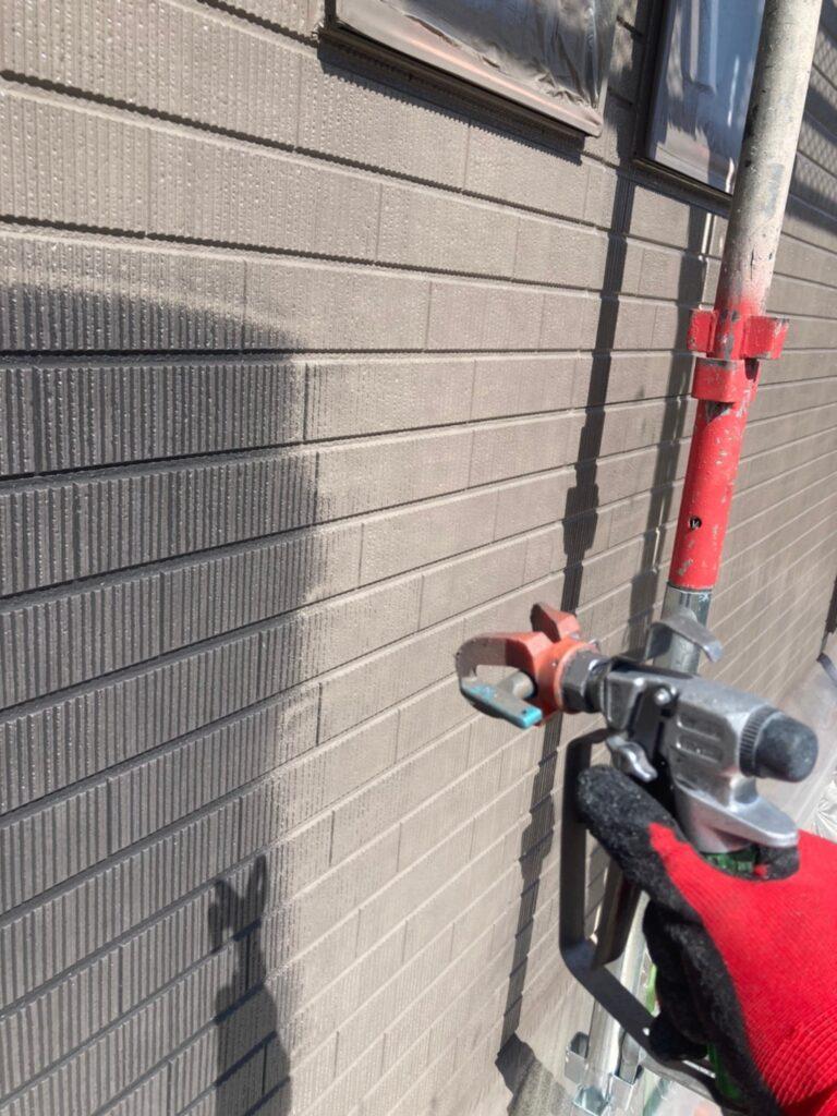 鳥栖市 外壁中塗りと軒天塗装 写真2