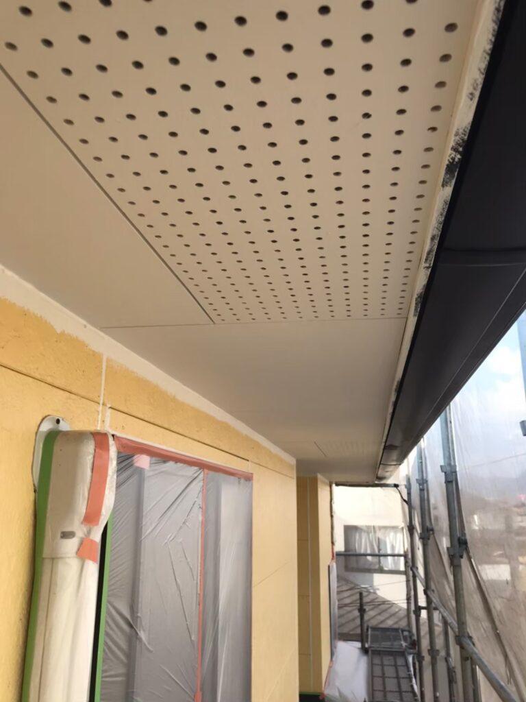 行橋市 軒天塗装と外壁下塗り 写真8