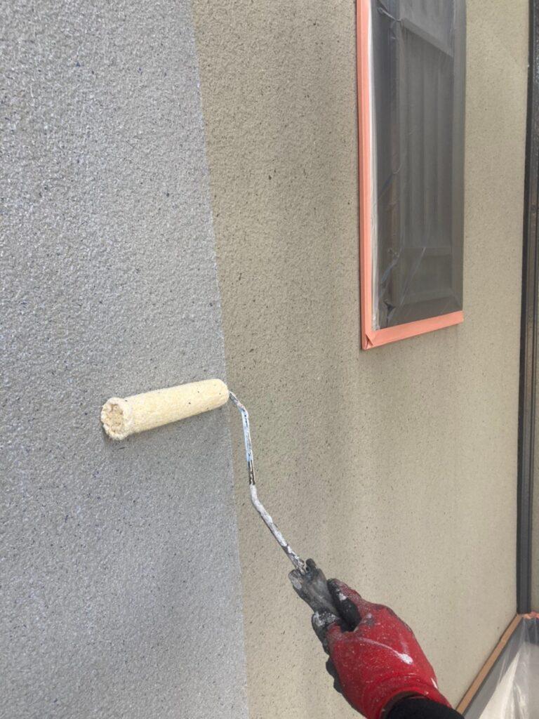 飯塚市 外壁下塗りとヒビ割れ補修 写真2