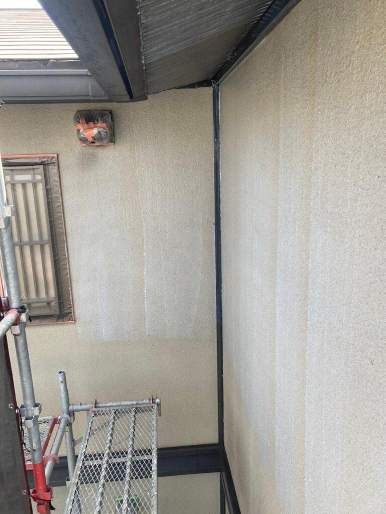 飯塚市 外壁下塗りとヒビ割れ補修 写真3