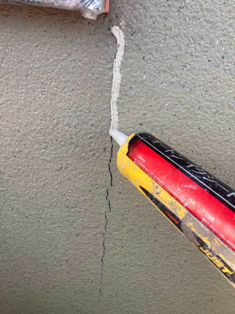 飯塚市 外壁下塗りとヒビ割れ補修 写真7