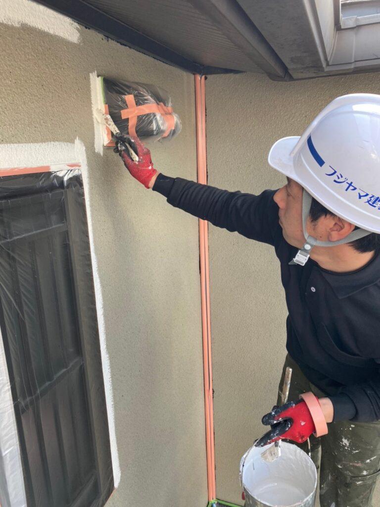 飯塚市 外壁中塗りと屋根ヒビ割れ補修 写真3