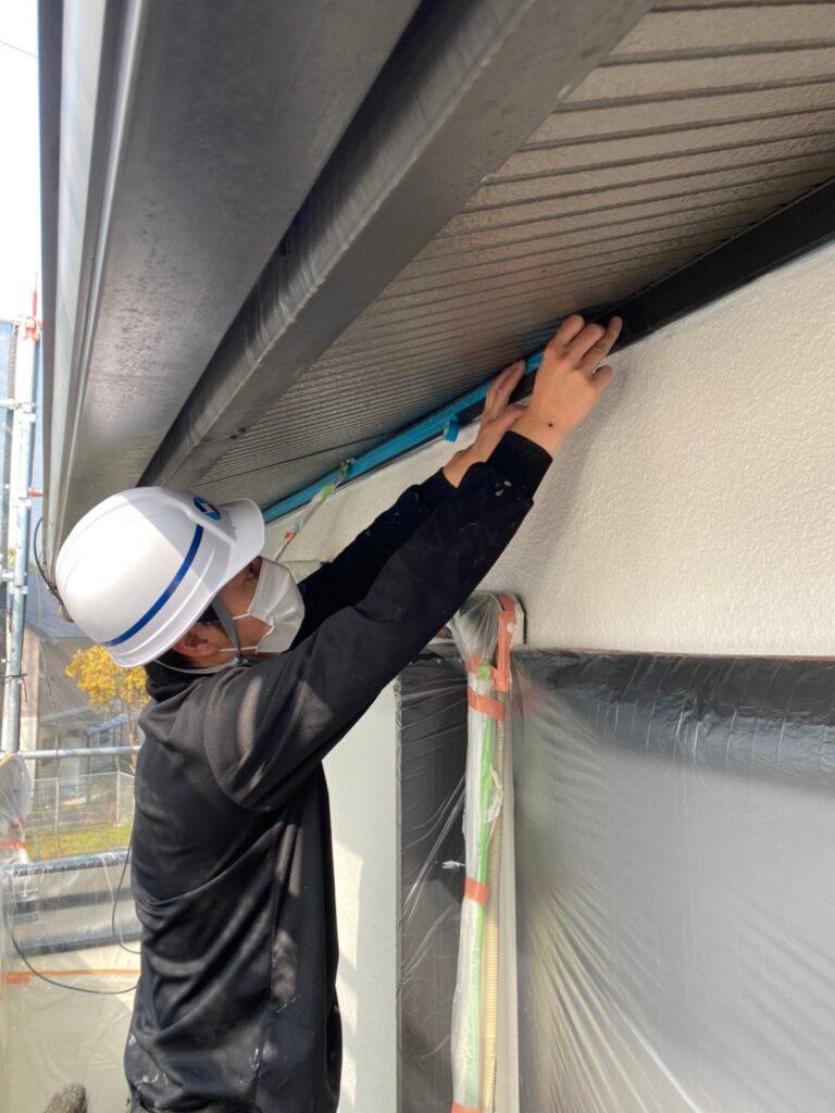 飯塚市 軒天塗装と外壁上塗り 写真1