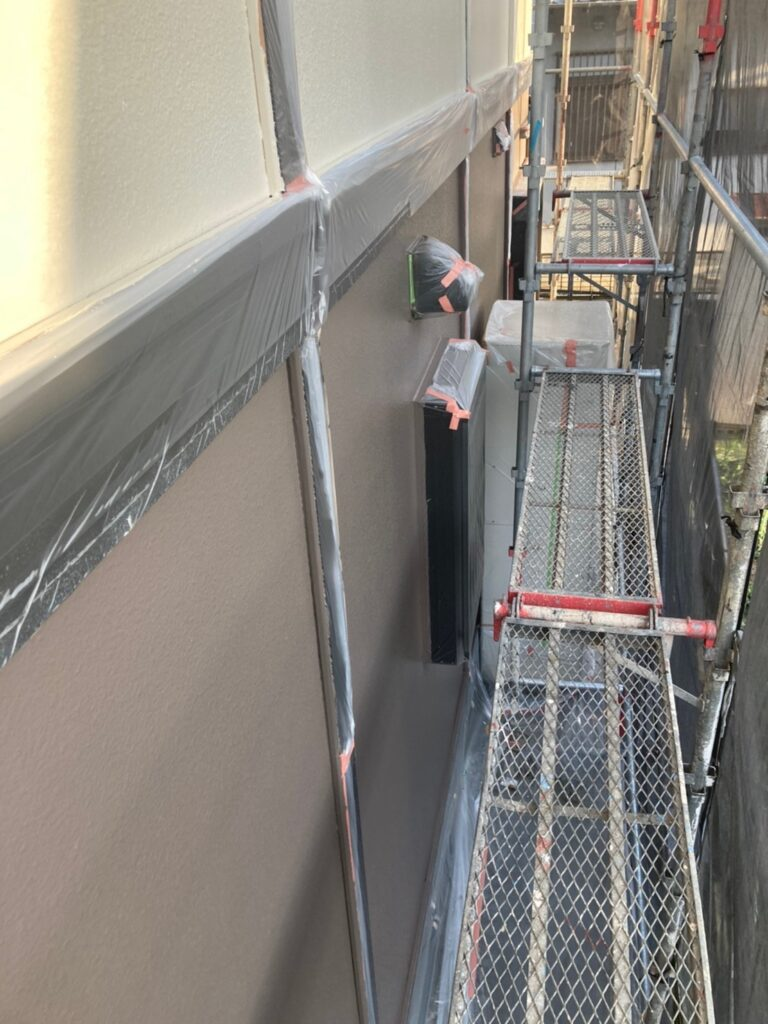 飯塚市 軒天塗装と外壁上塗り 写真22
