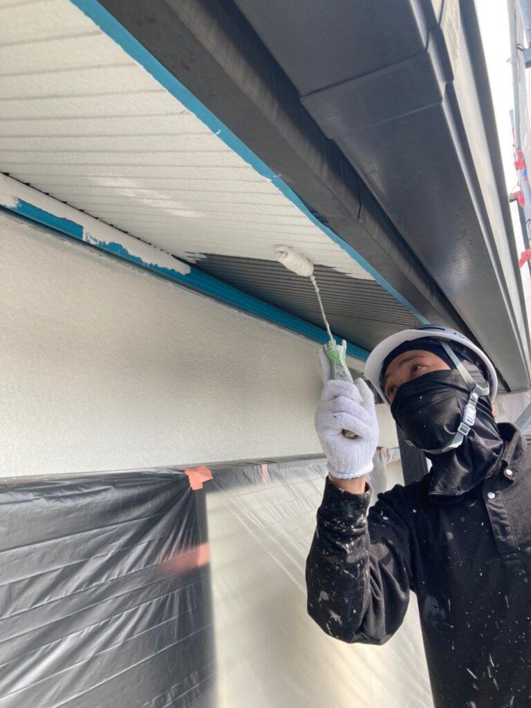 飯塚市 軒天塗装と外壁上塗り 写真3