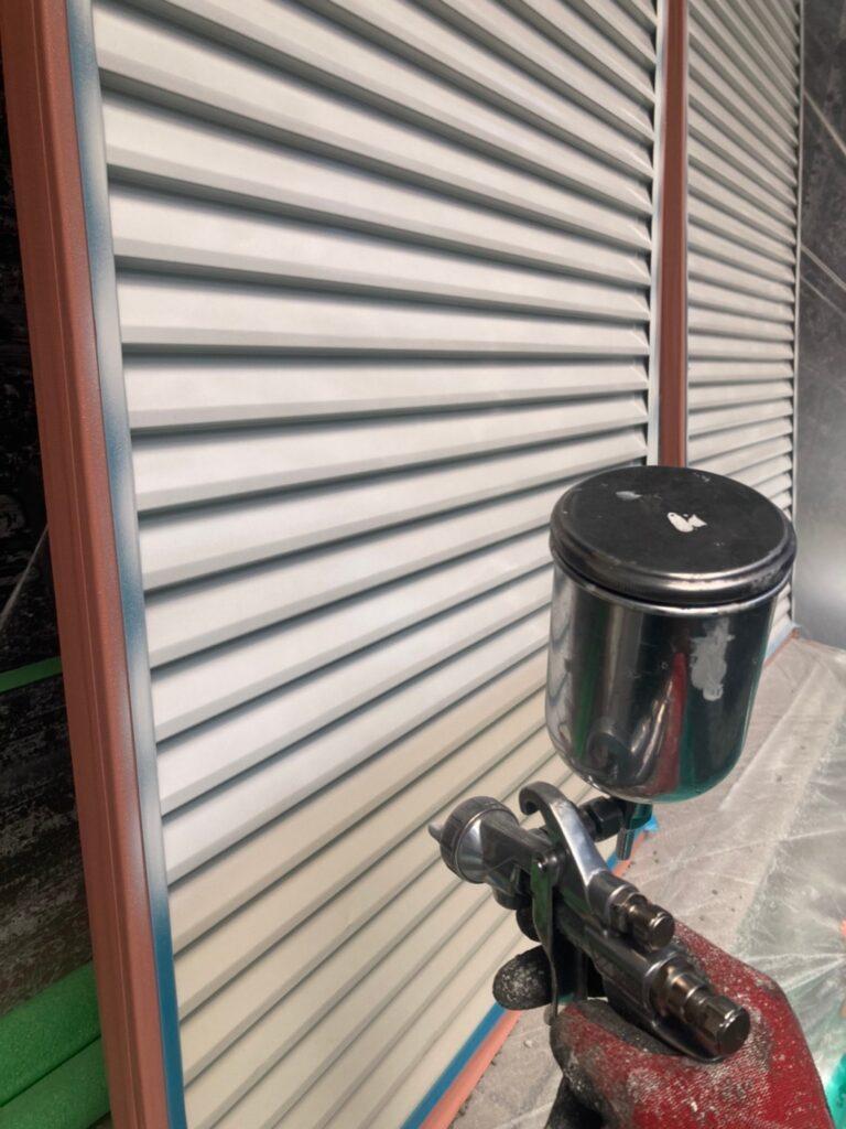 飯塚市 屋根中塗りと雨戸塗装 写真11