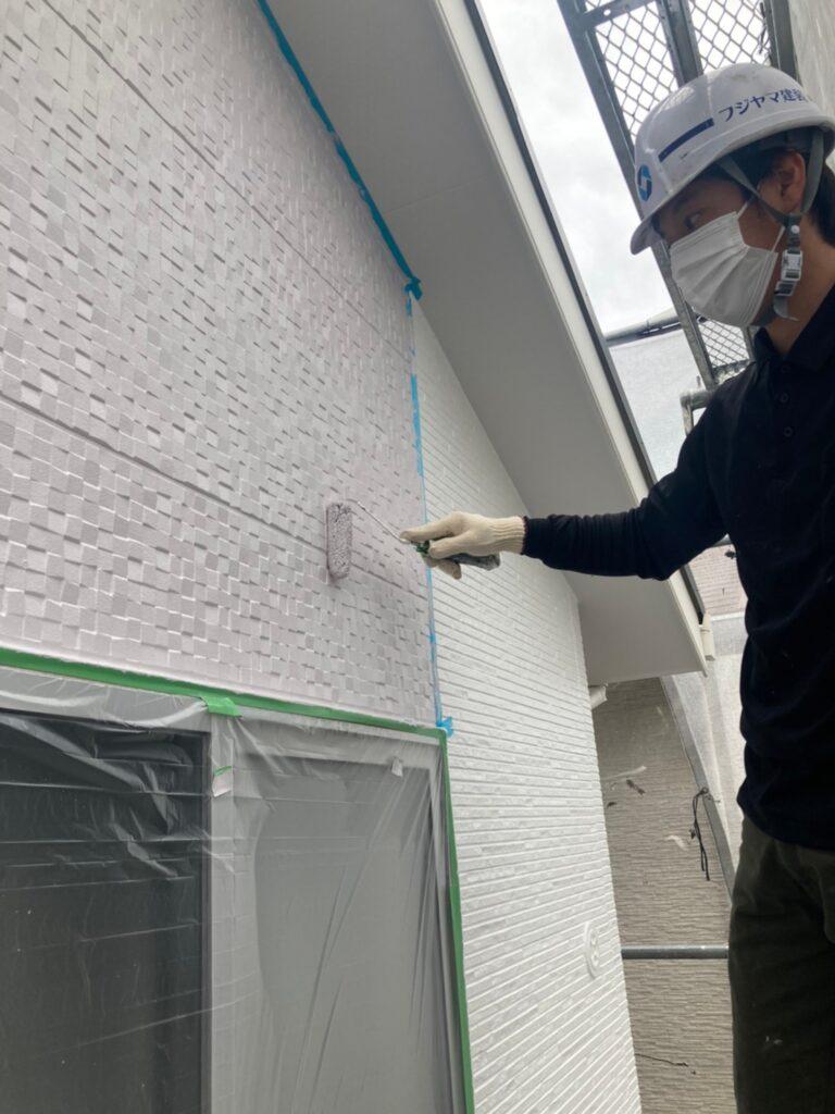 福岡市 外壁上塗りと屋根下塗り 写真1