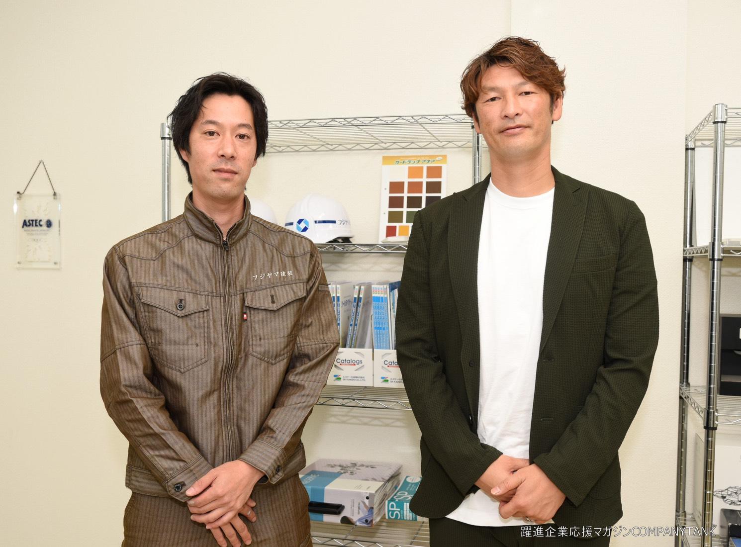 対談後記念撮影 (右)巻誠一郎さん (左)藤嶋高弘