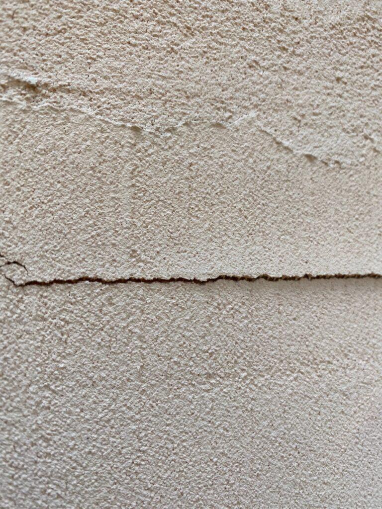 飯塚市 外壁クラック補修 写真1