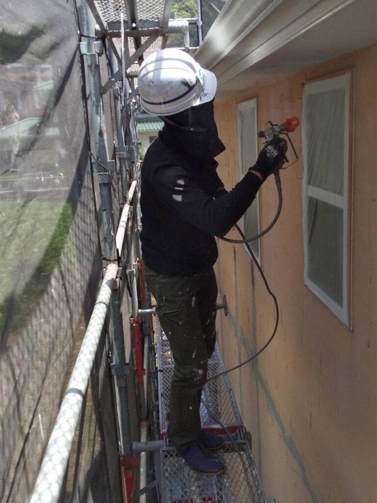 飯塚市 外壁塗装 下塗り1回目 写真2