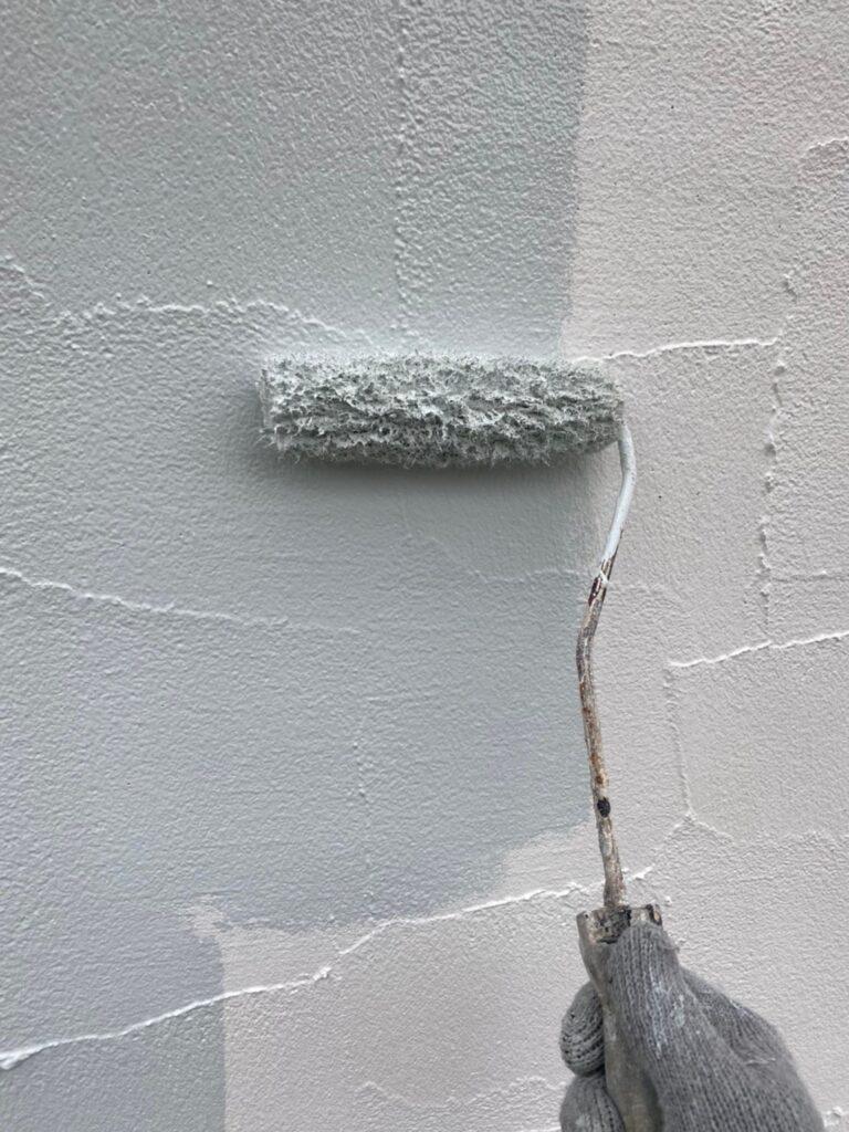 飯塚市 軒天塗装と外壁塗装(中塗り) 写真10