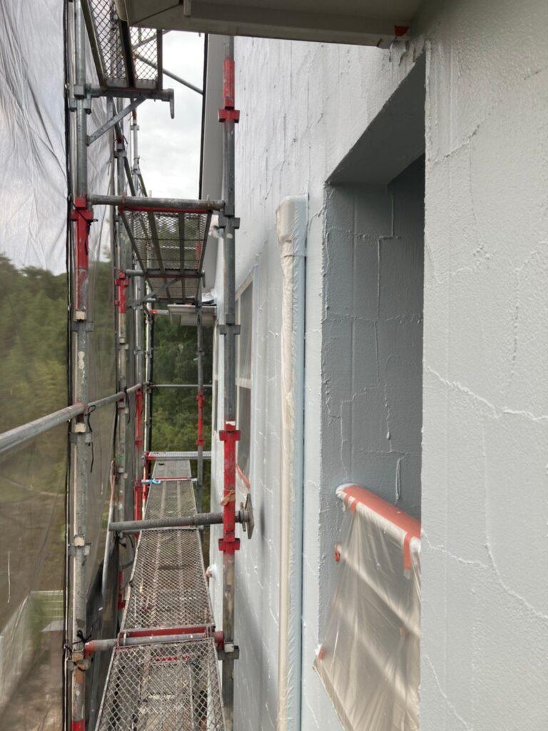飯塚市 軒天塗装と外壁塗装(中塗り) 写真13