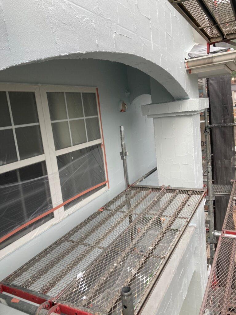 飯塚市 軒天塗装と外壁塗装(中塗り) 写真14