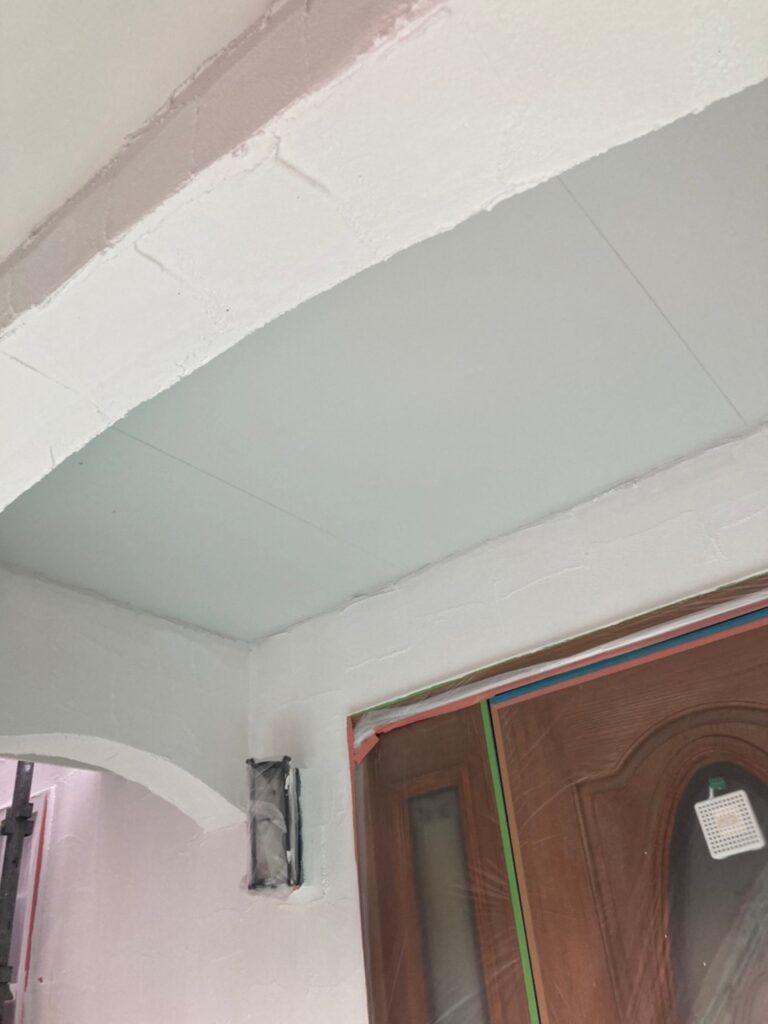 飯塚市 軒天塗装と外壁塗装(中塗り) 写真5