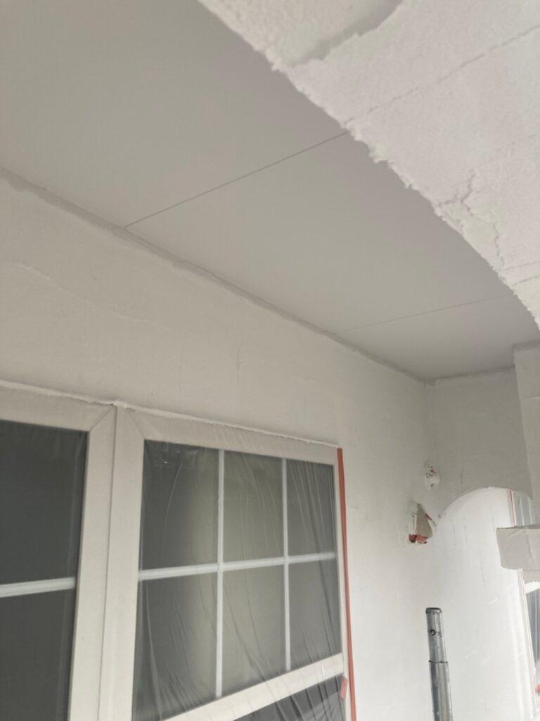 飯塚市 軒天塗装と外壁塗装(中塗り) 写真6
