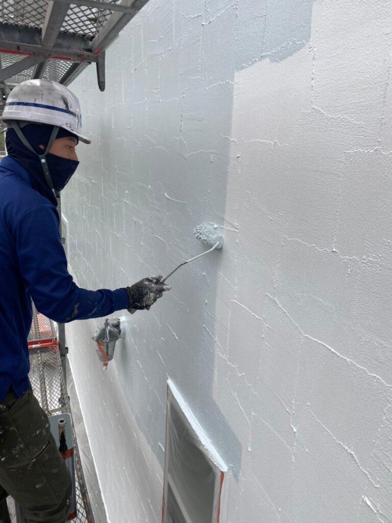 飯塚市 軒天塗装と外壁塗装(中塗り) 写真9