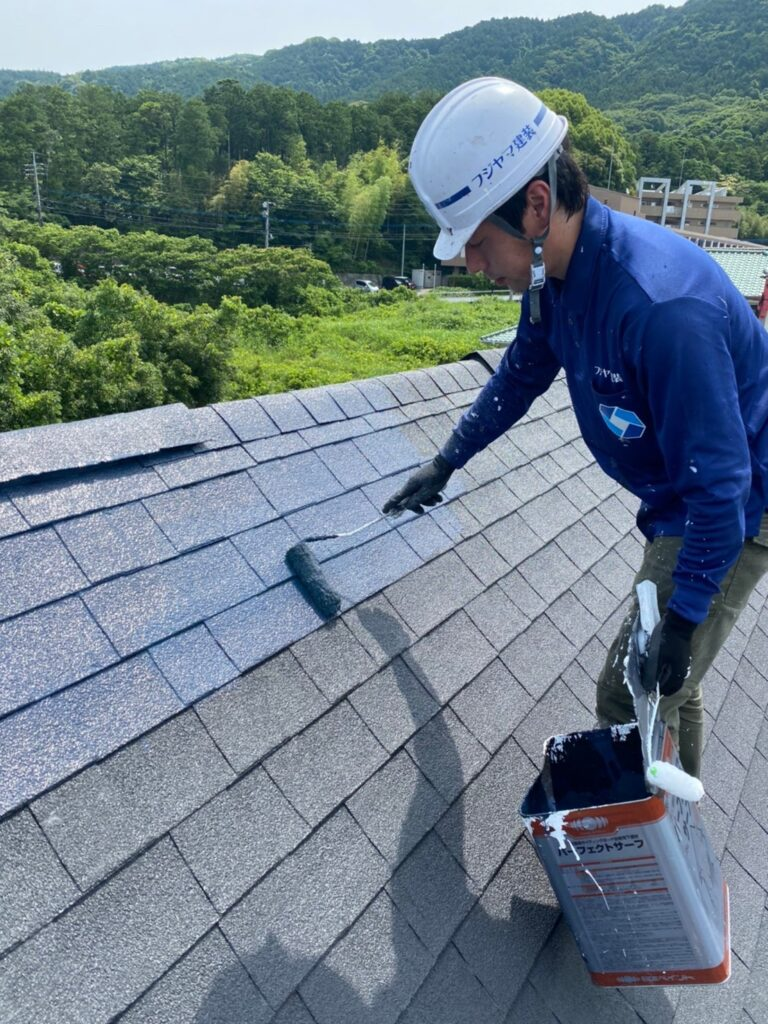 飯塚市 屋根塗装 中塗り・縁切り・上塗り 写真2