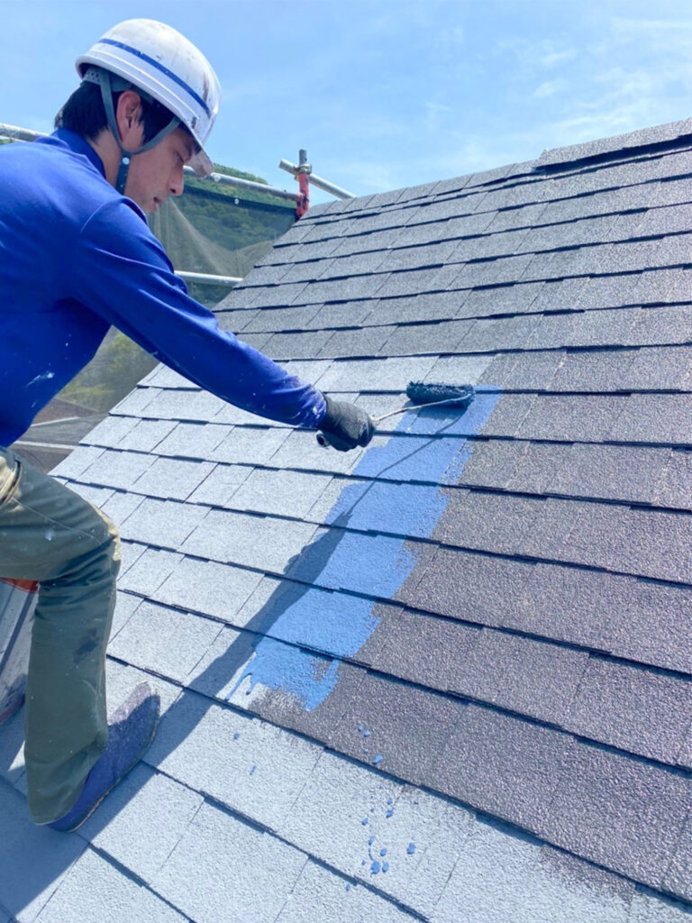 飯塚市 屋根塗装 中塗り・縁切り・上塗り 写真4