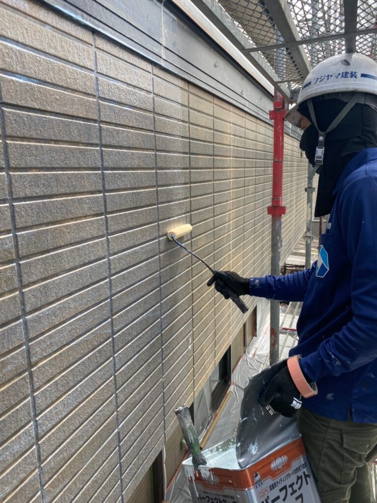 福岡市東区 外壁塗装(下塗り) 軒天塗装 写真2