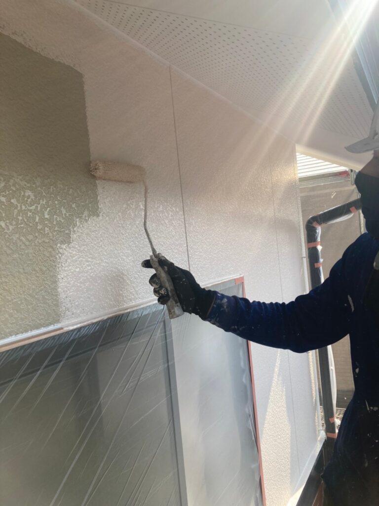 福岡市東区 外壁塗装(中塗り) 隙間処理 写真2