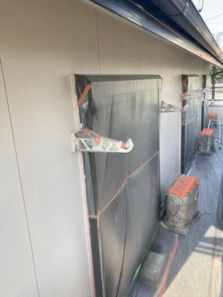 福岡市東区 外壁塗装(中塗り) 隙間処理 写真5