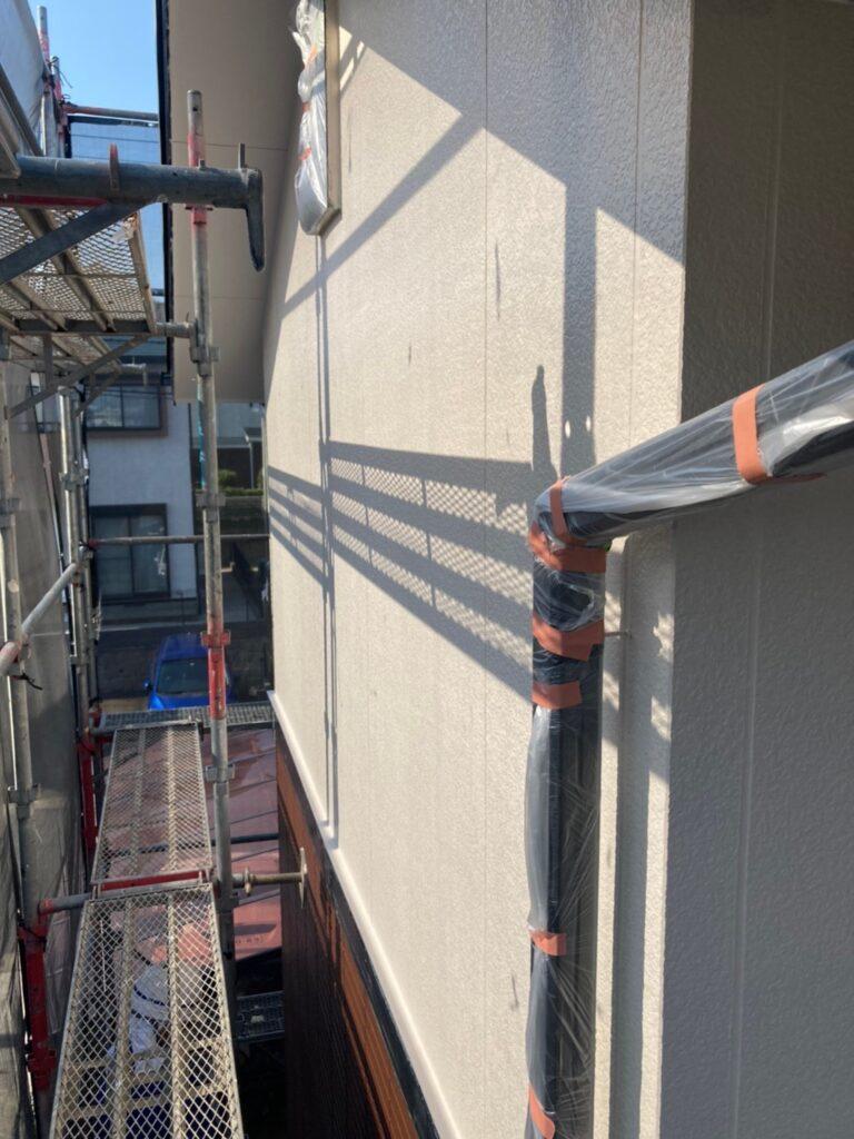 福岡市東区 外壁塗装(中塗り) 隙間処理 写真6