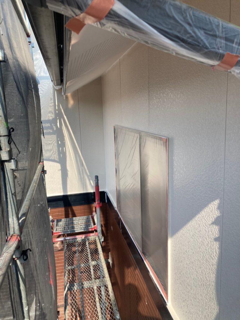 福岡市東区 外壁塗装(中塗り) 隙間処理 写真7