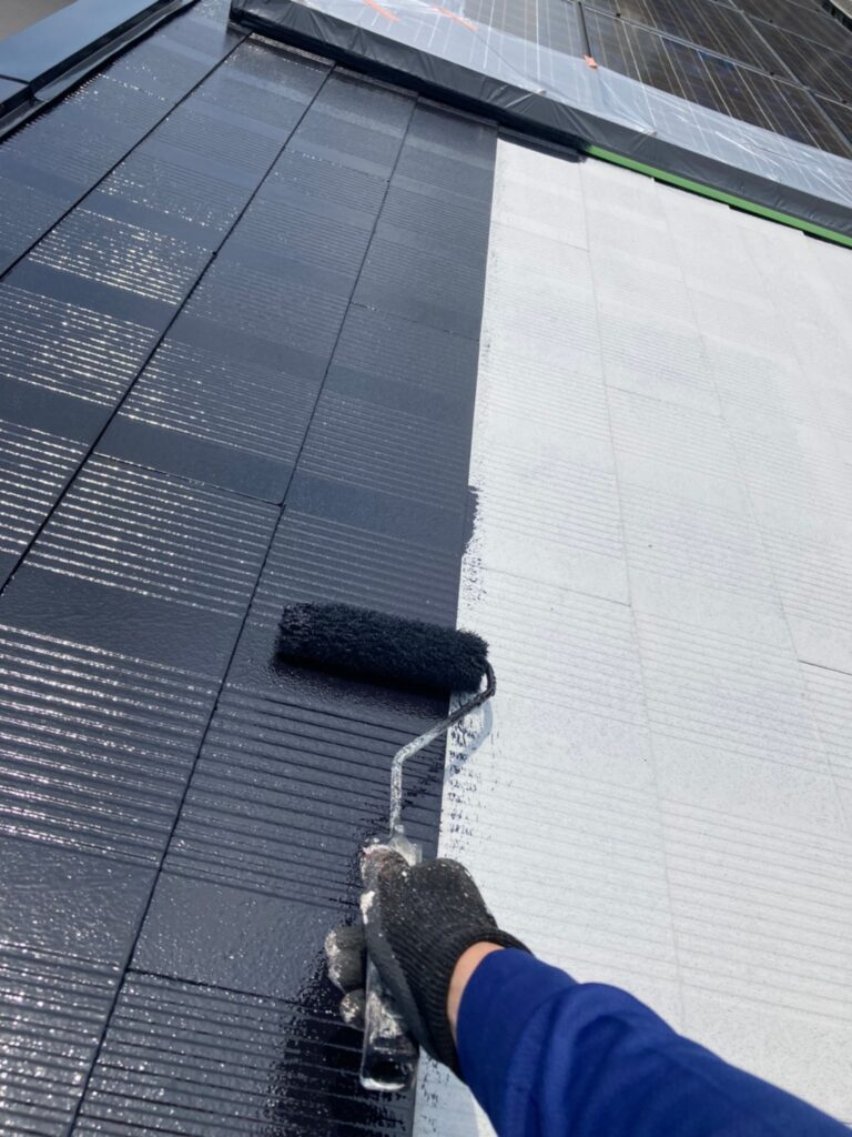 福岡市東区 屋根塗装 中塗り 上塗り 写真3