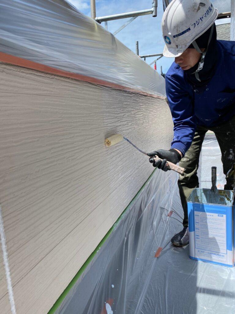 太宰府市 軒天塗装 外壁塗装(下塗り) 写真10