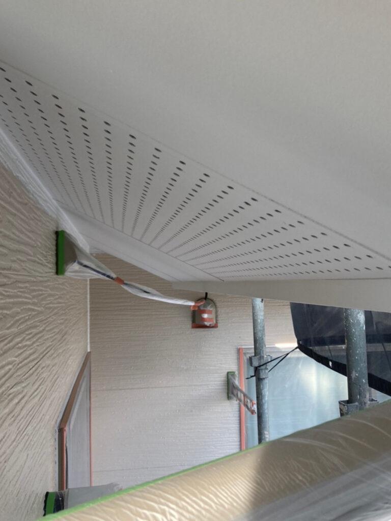 太宰府市 軒天塗装 外壁塗装(下塗り) 写真4