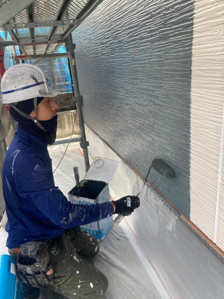 太宰府市 外壁塗装(中塗り) 写真3