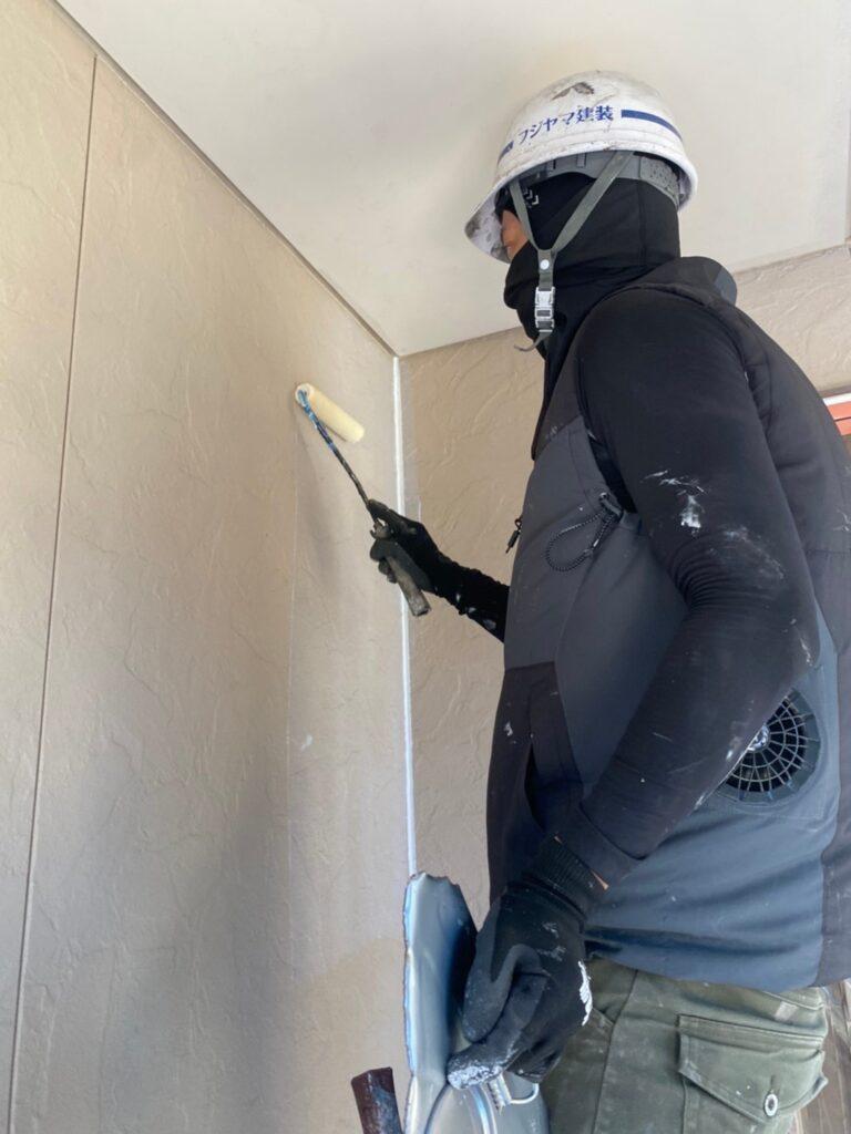 小郡市 外壁塗装(下塗り) 軒天塗装 写真3