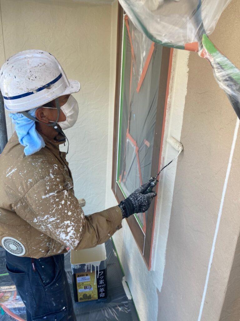 小郡市 外壁塗装(中塗り) 写真4
