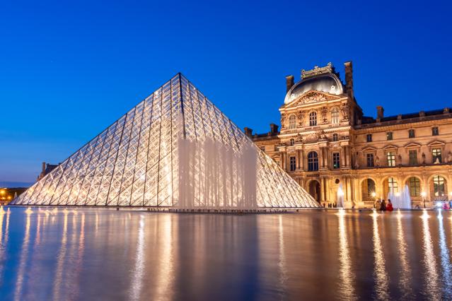 光触媒が導入されている有名施設:ルーヴル・ピラミッド