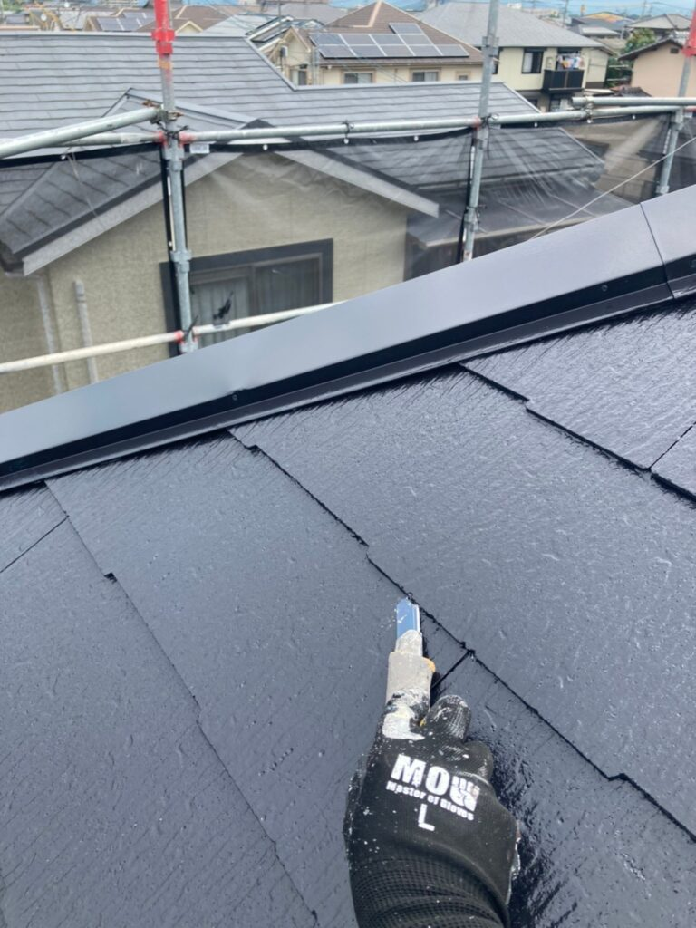 小郡市 屋根塗装 縁切り・上塗り 写真2