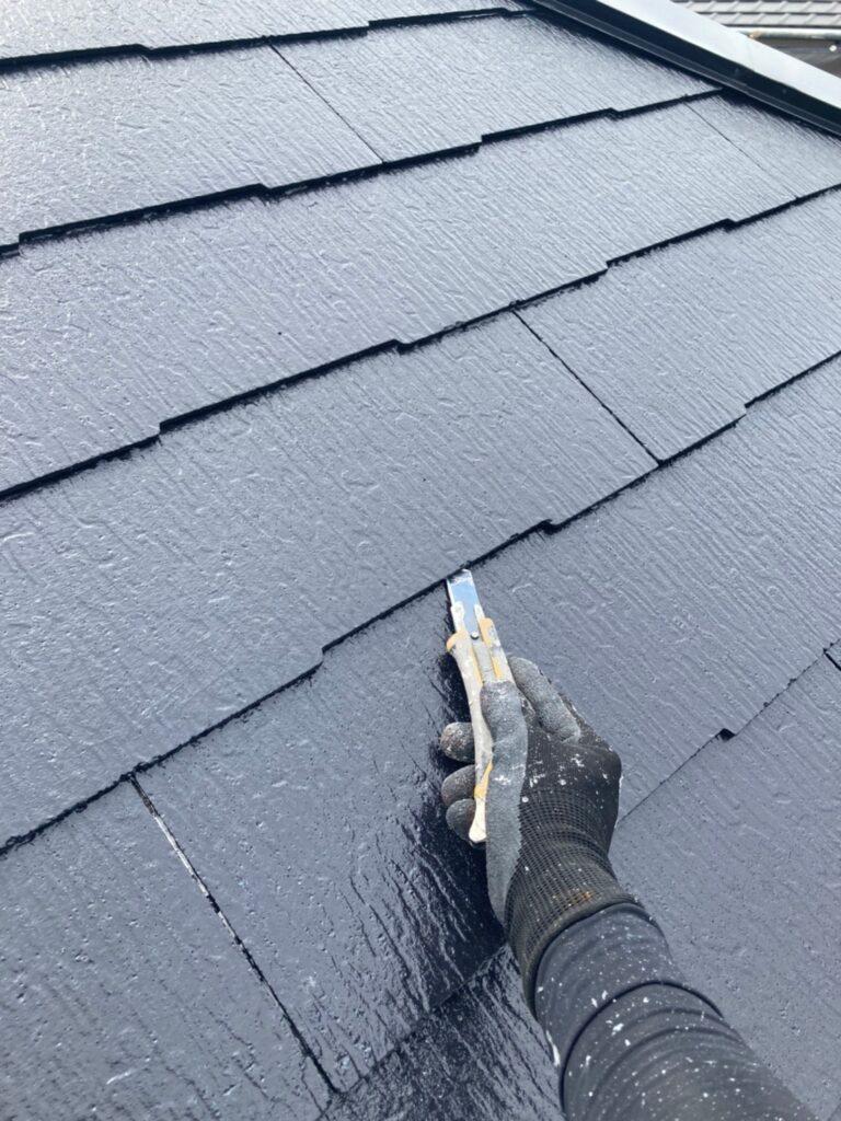 小郡市 屋根塗装 縁切り・上塗り 写真3