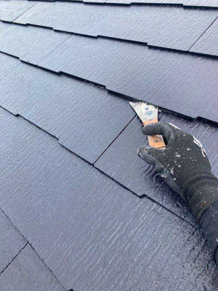 小郡市 屋根塗装 縁切り・上塗り 写真4
