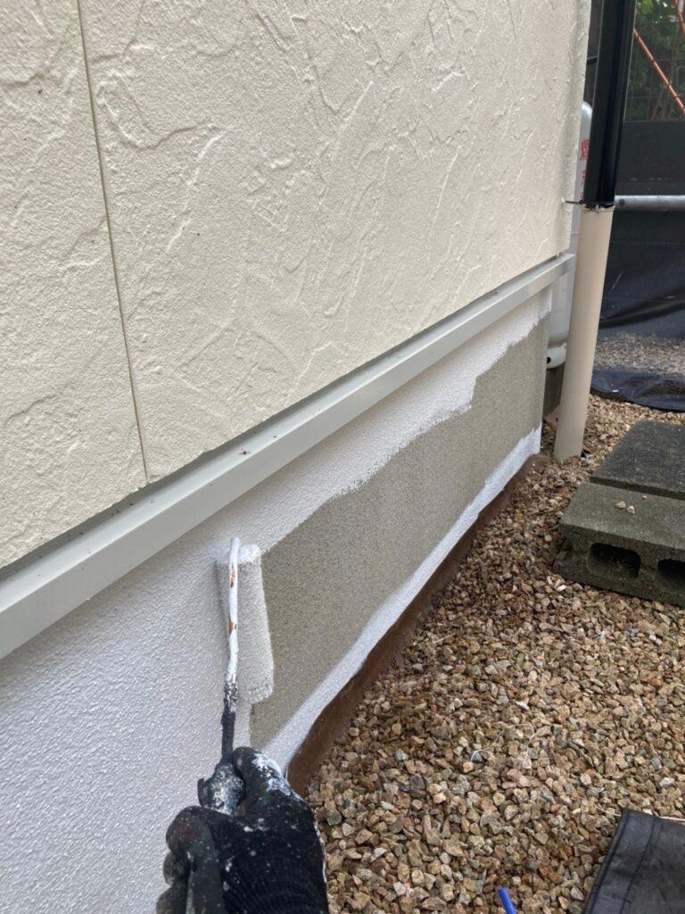 小郡市 折板屋根塗装 基礎巾木塗装 写真8