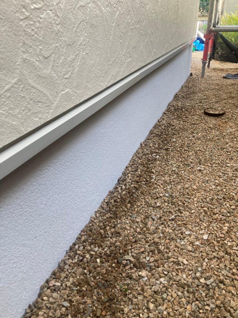 小郡市 折板屋根塗装 基礎巾木塗装 写真9