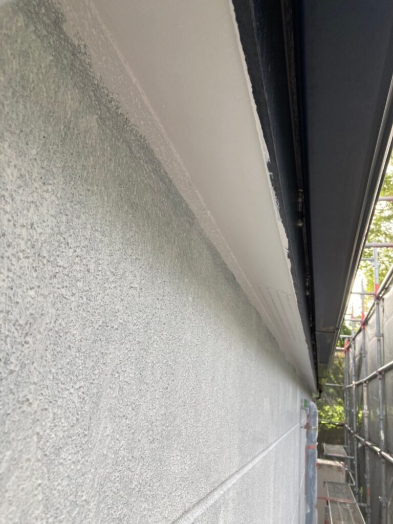 三養基郡 軒天塗装 外壁塗装(中塗り①) 写真6