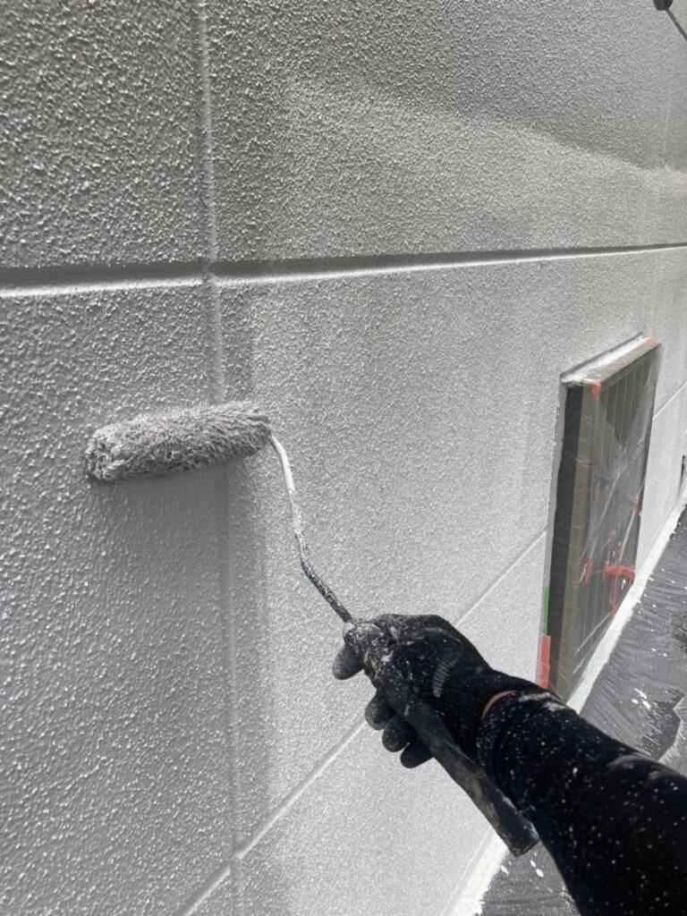 三養基郡 軒天塗装 外壁塗装(中塗り①) 写真8