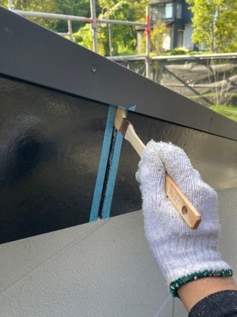 三養基郡 破風コーキング補修 屋根塗装(下塗り) 写真2